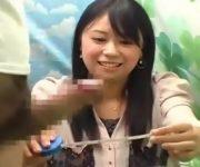 〖赤面手コキちんちん鑑賞シリーズ〗かわいいお顔の女子大生が勃起したチ〇コの大きさ測定してくれた