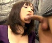 センズリ鑑賞 胸の谷間を見せながらチ○ポの臭いをかいでフェラするGカップ妻がエロい。